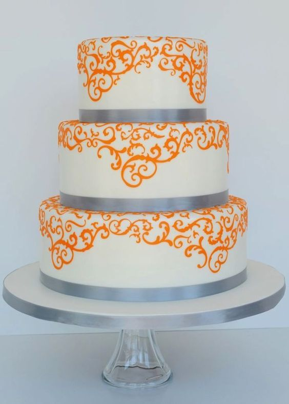 A simple, sophisticated orange wedding cake for fall weddings. Photo via Cake Central