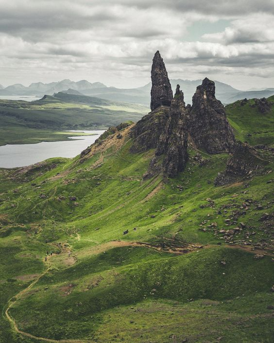 Old Man of Storr, Isle of Skye, Scotland  [1600 x 2000] - Nature/Landscape Pictures