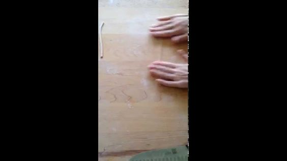 Video: how to make spaghetti with chestnut flour. Details in this post: http://www.pulcetta.com/2014/05/handmade-spaghetti-farina-castagne-chestnut-flour.html