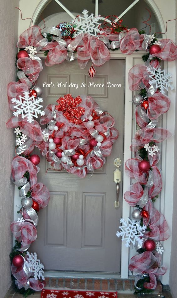 Deco mesh epic fail and doors on pinterest for Door garland christmas