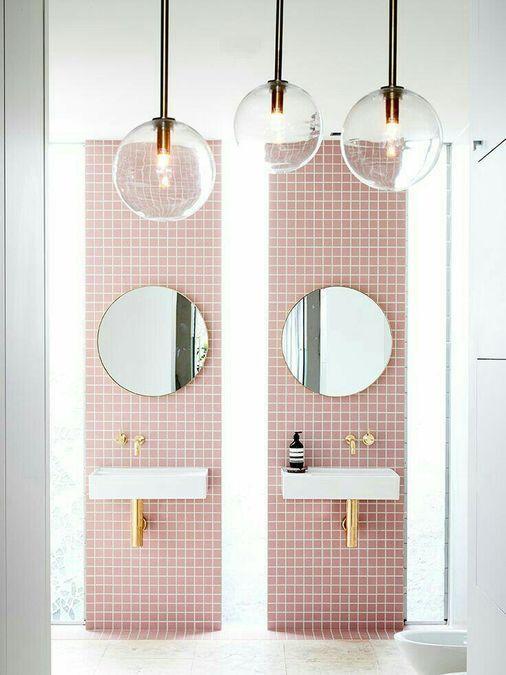 Kinder Badezimmer Idee Vertikale Rosa Steingutstreifen Goldene