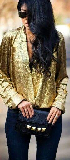 El estilo metálico de la blusa