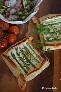 Kleine Tartelettes mit Spargel und Ziegenfrischkäse & Spargel-Radieschen-Salat