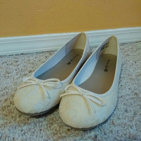 Lace Flats Lacey Cream White AE flats, never worn American Eagle Outfitters Shoes Flats & Loafers