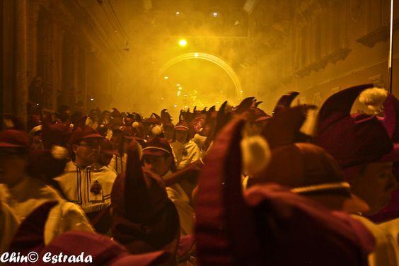 https://flic.kr/p/ajWRxe | Cucuruchos al pie del Arco | Jueves Santo de 2011…