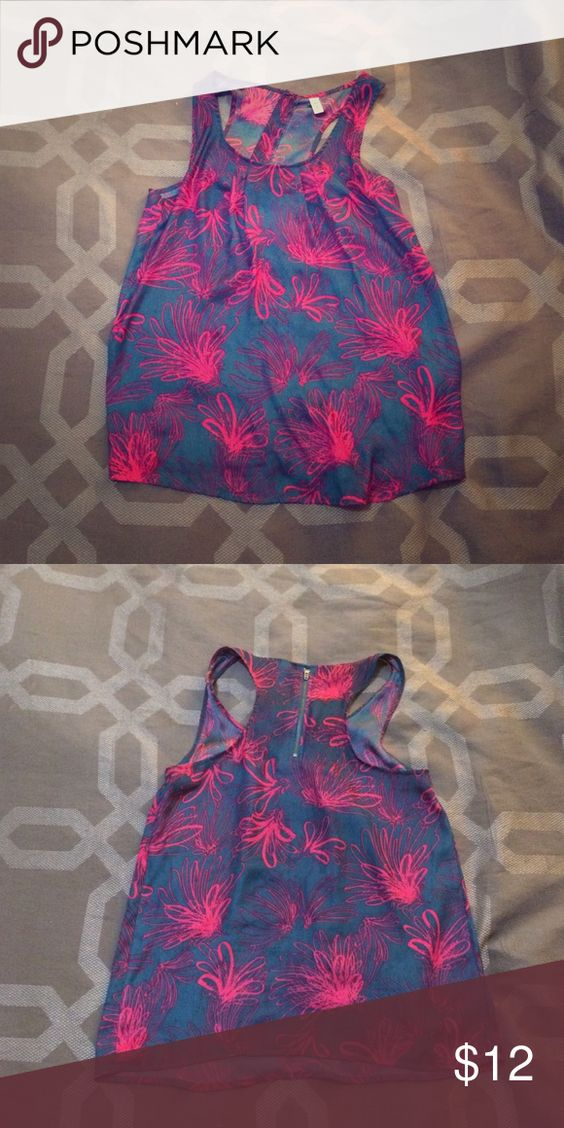 Gap navy and pink tank top Super lightweight tunic length tank top with a fun floral inspired print. Zipper on back neckline. Pairs perfectly with a belt around the waist and leggings! GAP Tops Tank Tops