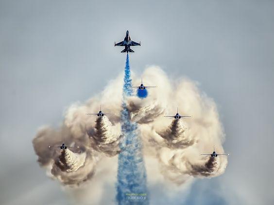 【陸 海 空 Land sea sky】  2014 Gyunggi Air show.  Korea Air Force, Black Eagles Team  I am challenging the Top of 500px of three consecutive days.