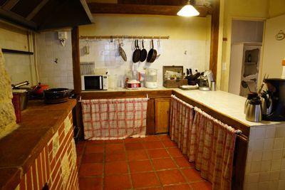 Une des 4 cuisines des Chambres d'hôtes et gîtes à vendre près l'Isle Jourdain et Toulouse