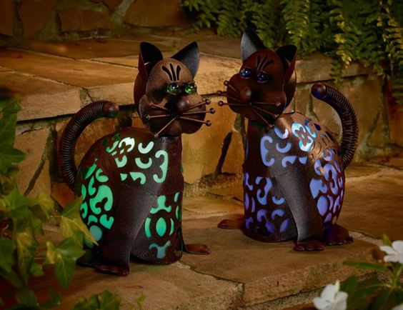 Garden Oasis Solar Powered Cat Metal Lawn Ornament Statue