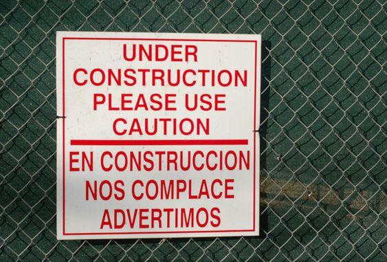 Menos mal que les complace. | 14 Veces en las que las traducciones de carteles fallaron horriblemente: