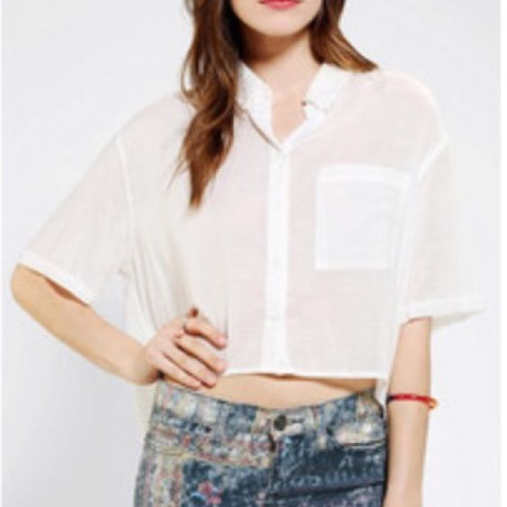 BDG crop button down top Never worn. Lightweight material perfect with high waisted bottoms for the warmer months. Slightly longer in the back. From urban outfitters. BDG Tops Button Down Shirts
