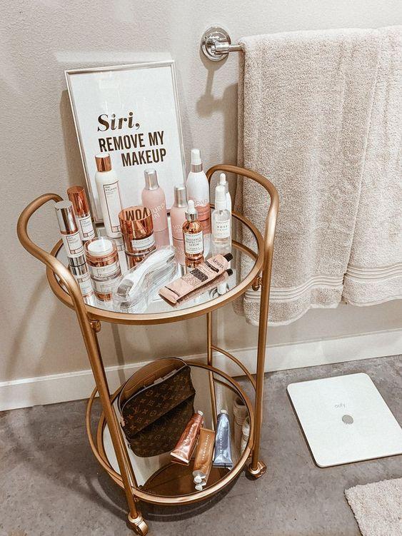 Apartment Bathroom Decor | Bathroom Decor | Small Bathroom | Powder Room | Home Decor | Blondie in the City by Hayley Larue