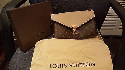 Louis Vuitton Pallas Chain Dune (M50069) BRAND NEW  https://t.co/XXHJ2XUYze https://t.co/Z9zrDCBc4k