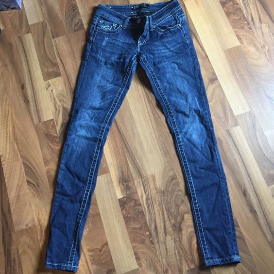 Rue 21 Emblem on back falling a part a little.  Premiere jeans by Rue 21. Size 1/2 R. Rue 21 Jeans