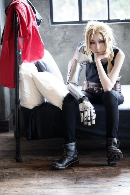 Edward Elric from Fullmetal Alchemist cosplay || anime cosplay THIS IS AWESOME!!!