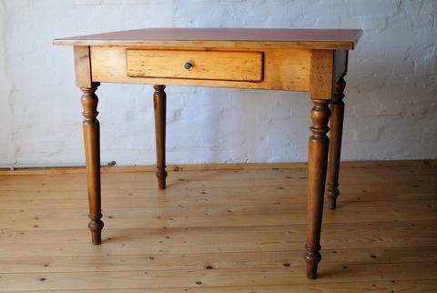 Schoner Kleiner Tisch In Fichte Und Buche Um 1875 Mit Schubfach