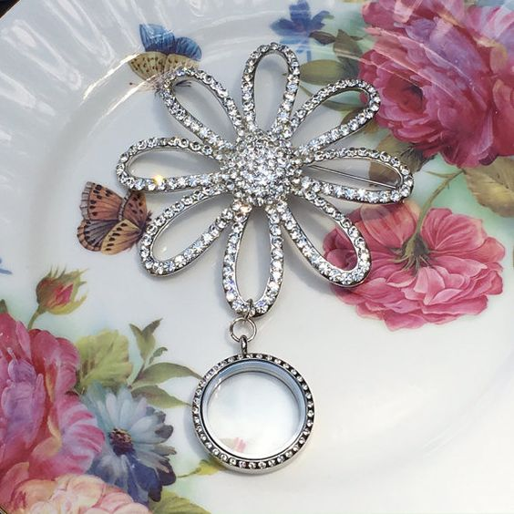 Silver Rhinestone Daisy Brooch Memory by MoniquesBijouxStudio
