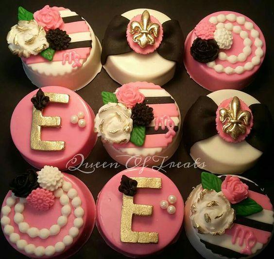 Mini cakes by Queen of Treats https://www.facebook.com/Queen-Of-Treats-1702590543307999/