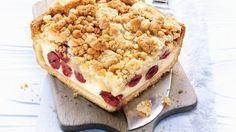 Der Käsekuchen ist einer der beliebtesten Klassiker schlechthin. Er ist so locker und leicht, dass er auf der Zunge zergeht. In diesem Kirsch Rezept, zeigt sich der Käsekuchen in neuer Form. Kombiniert mit Kirschen bekommt der Cheesecake einen wunderbaren Geschmack: Kirsch-Käsekuchen |http://eatsmarter.de/rezepte/kirsch-kaesekuchen-2