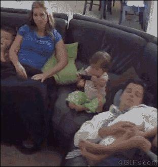 nomellamesfriki:  Los padres tienen reflejos de superhéroes