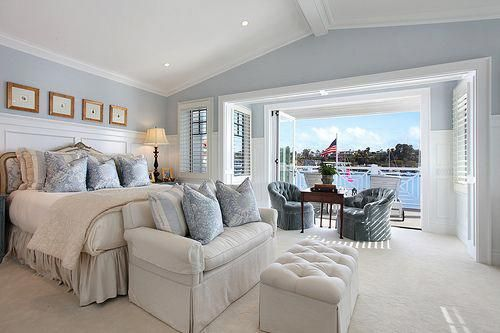 Mmm Comfy And Cozy Big White And Blue Bedroom Overlooking The Water Idealbedroommornings Hamptons Style Bedrooms Hamptons Bedrooms Coastal Master Bedroom Cozy master bedroom with large
