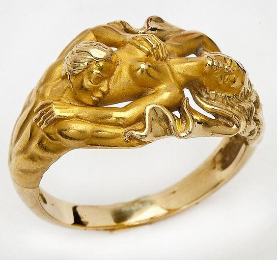 Man's Carrera Y Carrera Eden ring in 18K yellow gold. 10 dwt (15.6 gr). Style #6297. Registration #270533. Includes original interior and exterior boxes and guarantee card. Includes Appraisal.