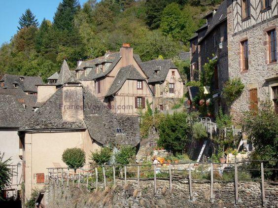 Conques: Façades de maisons du village médiéval - France-Voyage.com