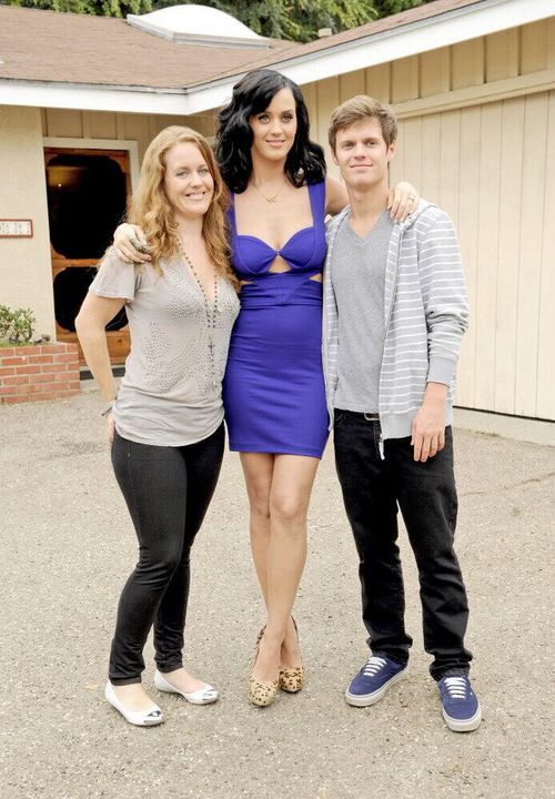katy with sister angela and brother david katy perry