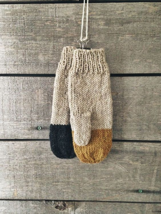 Colorblock Mittens - WholesomeHandknits