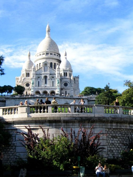 Montmarte – A historical area on the Butte, this area is home to the Basilique du Sacre'Coeur.