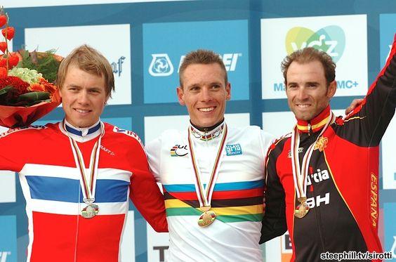 Your 2012 World Elite Men's RR podium: 2nd Edvald Boasson Hagen (Norway) + 0:04, 1st Philippe Gilbert (Belgium) 6:10:41, 3rd 3rd Alejandro Valverde (Spain) + 0:04