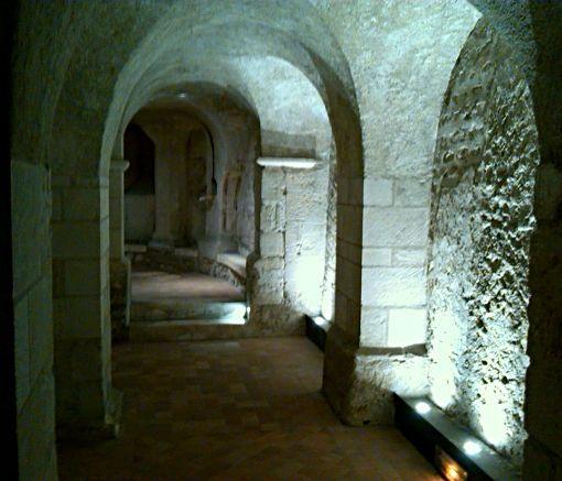 la crypte Saint Solenne de la cathédrale Saint-Louis (IXe). Blois. Centre