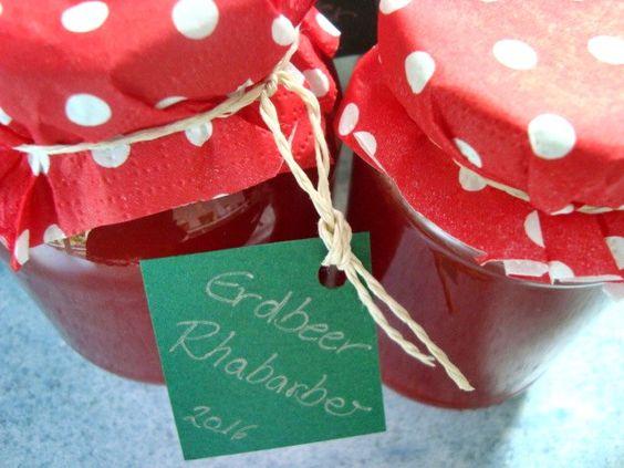 Erdbeer Rhabarber Marmelade, was gibt es besseres als diesen fruchtig glänzenden, herrlich klebrig süßen Brotaufstich? Nach Christine Ferber