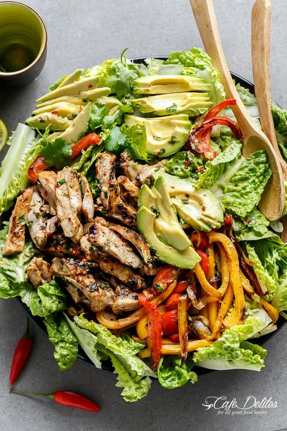 Grilled Chilli Lime Chicken Fajita Salad with tender chicken thighs grilled in a chilli lime dressing that doubles as a marinade! | http://cafedelites.com