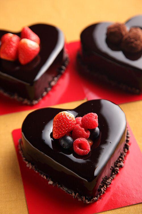 美味しそうなスイーツ チョコとベリーのケーキ