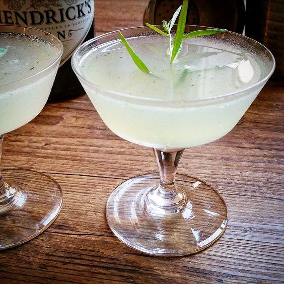 """Recette du """"Gin Tarragon Smash"""", à base de gin et estragon, vrai coup de cœur pour ce cocktail d'une grande fraîcheur pour l'été, et très facile à boire."""