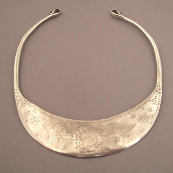 Silver,India   Description:  A splendid old torque coming from Gujarat...with a splendid simple design which makes it so modern...  Weight:201,5gr  Diam int : 6,49inch www.halter-ethnic.com