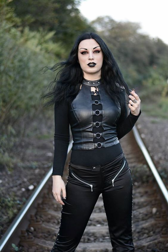 Kali Noir Diamond, cyber goth fashion