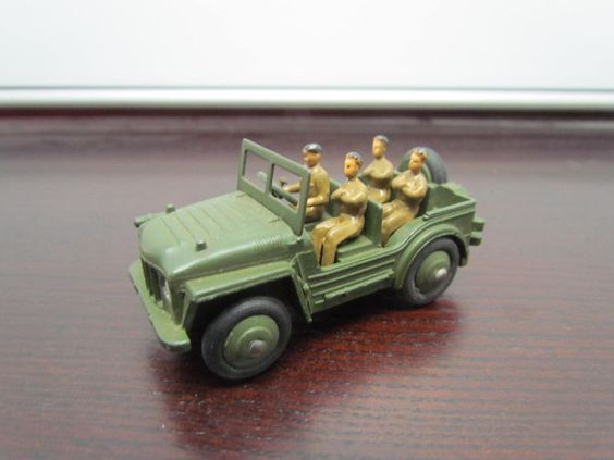 Vintage Dinky Toys AUSTIN CHAMP Military Jeep Vehicle w/ Four Soldiers #674 Nice