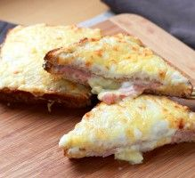 Le VRAI croque-monsieur Le vrai croque-monsieur, ce n'est pas seulement du pain avec des tranches de fromage et du jambon. L'idéal est de le faire avec de la sauce béchamel qui va le rendre tellement moelleux. Comme dans les brasseries parisiennes en fait. C'est super simple à faire à la maison: