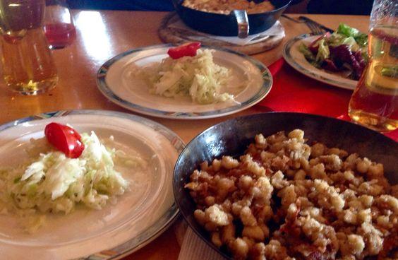 Steirerkasnocken mit Krautsalat auf Heli's Loserhütte, schmeckt immer!