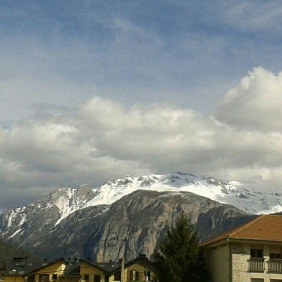 Vista del Turbón - 2.492 m - desde Campo. La cima es preciosa, tenéis q subirlo. #igerszgz