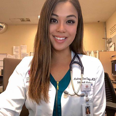 Dating female doctor welke dating site
