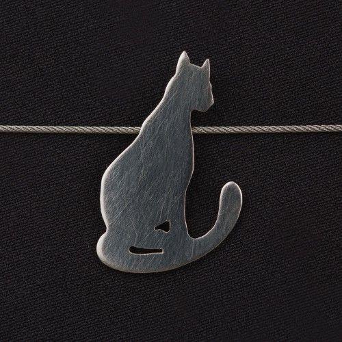 Exklusiv für die neoomi KunstKatzen Ausstellung 2015 entstand in Zusammenarbeit mit der diplomierten Schmuckdesignerin Bettina Jungrichter eine Kollektion exquisiter Schmuckstücke für Katzenliebhaber. (Kettenanhänger Lara)