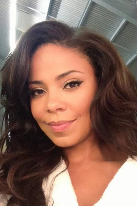 Sanaa Lathan is absolutely gorgeous. Love the makeup
