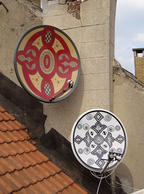 Great idea for old Direct TV satellite dish that we dont use - turn it into some sort of art to hang in our backyard. craft-projects