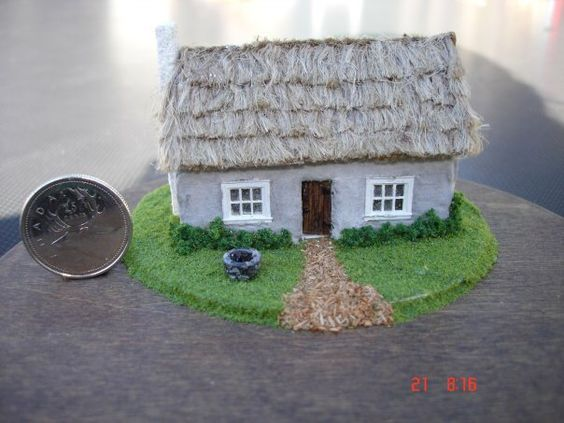 1:144 Irish cottage, completely furnished inside. Removable back wall and roof