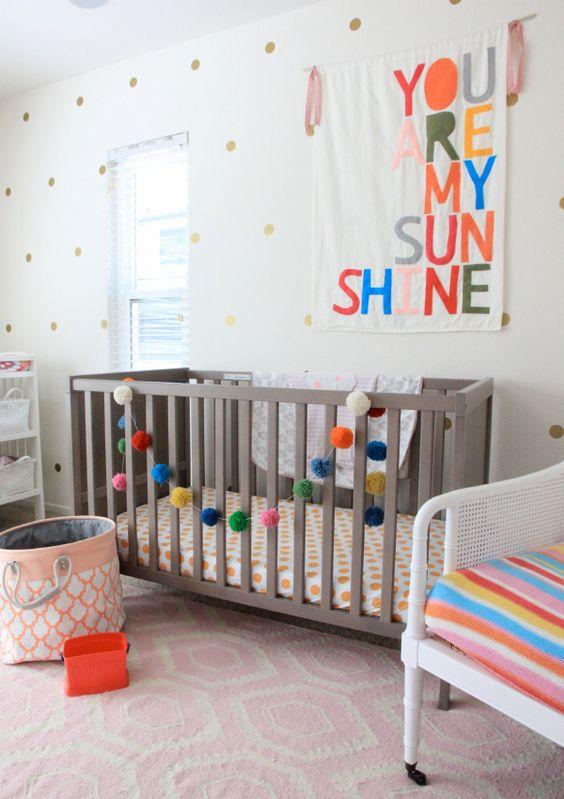 guirlande de pompons chambre d'enfant
