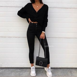 All black is always a good idea ✔️✨ // 🔎Jumper: 7208 | Pants: JD246DN | Shoes: 2472 | Bag: 808 | www.outfitbook.fr