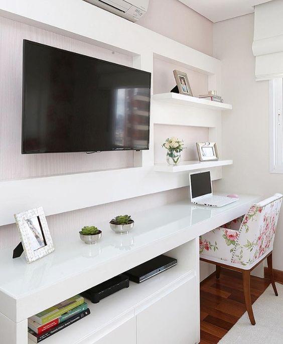 """748 curtidas, 9 comentários - Arquitetura de Interiores (@arq4home) no Instagram: """"Quarto com cantinho para TV , home office ou cantinho do estudo. O tom rosado na parede e a…"""""""